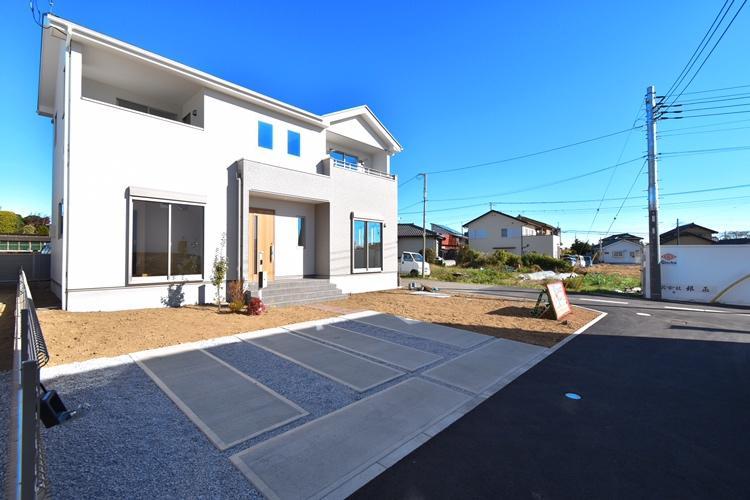 外観(2号棟) ゆとりの隣棟間隔やガーデニングを楽しめる庭、低価格だけど高品質な建物など、住まう人々に配慮したこだわりのプランニングがされています。