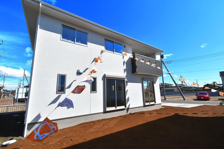 外観(1号棟)|ゆとりの隣棟間隔やガーデニングを楽しめる庭、低価格だけど高品質な建物など、住まう人々に配慮したこだわりのプランニングがされています。