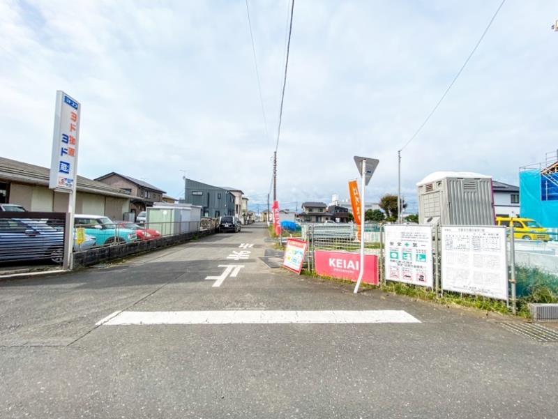 南側の前面道路(幅員6.1m)
